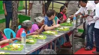 Shri Rahul Gandhi enjoys lunch with women and children in Madurai as part of Pongal celebrations