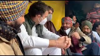 कृषि कानूनों के खिलाफ धरने पर बैठे कांग्रेस सांसदों से मिले राहुल, प्रियंका | TezNews