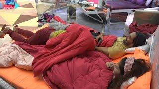 Shocking Ye Kya Rubina Aur Abhinav Ke Bich Bed Me Ghusi Rakhi Sawant, Bigg Boss 14 Live Feed