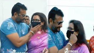 ದಾಸನಿಗೆ ಅಮ್ಮನ ಮೇಲೆ ಇರುವ ಪ್ರೀತಿಗೆ ಈ ವಿಡಿಯೋ ಸಾಕ್ಷಿ ???? |  Darshan with Mother India cute moments