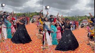 Anushree Dance performance at shoot sets   Anchor Anushree