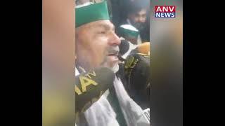 राकेश टिकैत की आंखों से बहे आंसू, कहा किसानों के साथ हो रहा अत्याचार