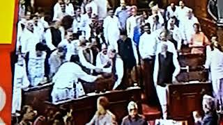 प्रधानमंत्री नरेंद्र मोदी ने अमित शाह की पीठ ठोकी क्यों ?