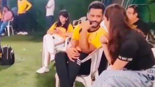 Rahul Vaidya Aur GF Disha Parmar Cricket Ka Maza Lete Hue Spot Kiye Gaye