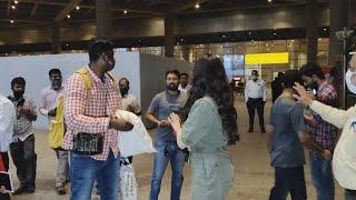 Airport Par Fans Ke Najdik Aane Par, Janhvi Ke Bodyguard Ye Kya Kiya?