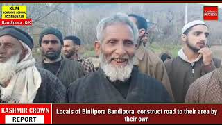 Locals of Binlipora Bandipora  construct road to their area by their own.