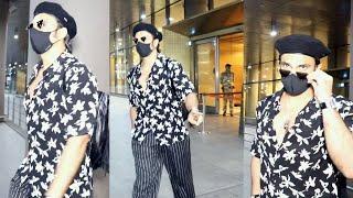 Floral Black Shirt Me Airport Par Chaye Actor Ranveer Singh - Watch Video