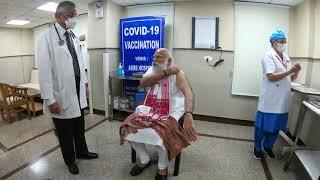 दिल्ली : PM Modi ने एम्स में कोरोना का पहला टीका लगवाकर वैक्सीनेशन के दूसरे चरण की शुरुआत Video