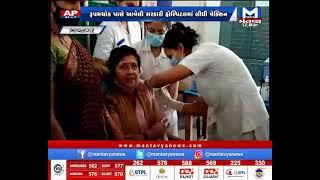 Bhavnagar : રાજ્ય શિક્ષણમંત્રી વિભાવરીબેન દવેએ લીધી વેક્સીન