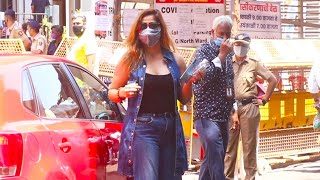 Vaccine Centre Pahuchi Aarti Singh, Spotted Outside Vaccine Centre At Dadar