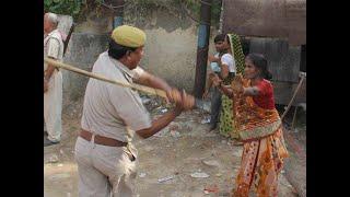 दिखी पुलिस की गुंडागर्दी, बच्चे पर बरसाई लाठी