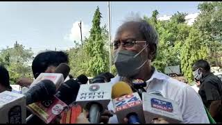 हमें भी गिरफ्तार करो , थाने पहुंचे भाजपा नेता