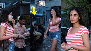 Jannat movie heroine Sonal Chauhan Cute Interaction With Media & Takes Photo With Fans