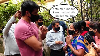 A Real Hero Sonu Sood Helping People Who Are Waiting Outside His Building