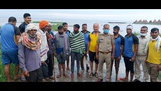 गंगा का जलस्तर बढ़ा, 10 मज़दूर जंगल में फंसे