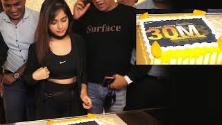 Jannat Zubair Celebrate 30 Million Followers Mark By Participating Don Cinema Vaccination Drive For