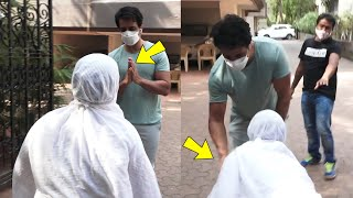 Sonu Sood helped poor old woman and she started crying at sonu sood's feet ????????