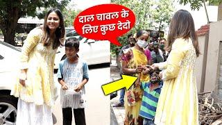 Hina Khan Ne Ki Garib Bachcho Ki Help, Spotted At Starbucks Lokhandwala
