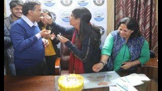 AAP must feed the cakes to Kejriwal for having his 3 MLAs joining Congress after winning in Punjab