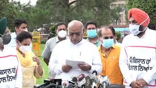 Congress Party Media Byte by Shri Mallikarjun Kharge, Shri Adhir Ranjan Chowdhury at Vijay Chowk