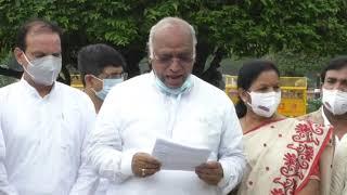 Shri Mallikarjun Kharge addresses media at Vijay Chowk