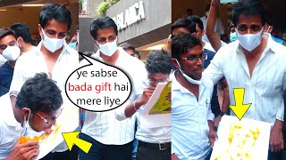 Sonu Sood Crazy Fan draws Sonu Sood Photo with tongue????sonu sood shocked by drawing