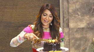 Shama Sikander Ne Media Ke Sath Cut Kiya Apna Birthday Cake (Video)