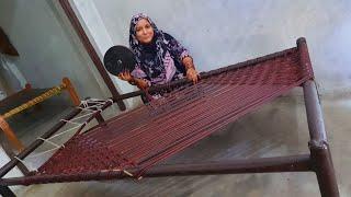 मस्ती मस्ती में सीख लिया चारपाई बीनने का आसान तरीका |Village life | How to make a rope bed |Noorsaba