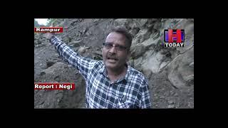 Rampur NH Danger Road शिमला जिला के ज्यूरी के समीप  नेशनल हाईवे पर पत्थरो  का गिरनाअब भी जारी