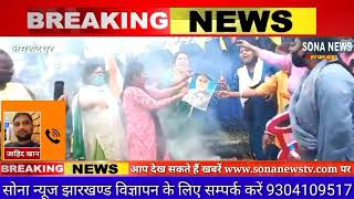महिलाओं ने बढ़ती गैस सिलेंडर के दाम को लेकर नरेंद्र मोदी का पुतला फूंका। SONA NEWS TV LIVE