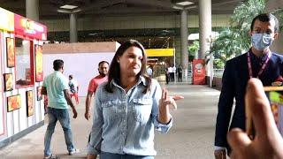 Himanshi Khurana Ki Media Ke Saath Masti, Spotted At Mumbai Airport