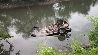 Shocking story of how the car of Pune couple plunges into the creek. WATCH