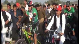 अखिलेश ने चलाई ग्रीनपथ साइकिल ट्रैक पर साइकिल
