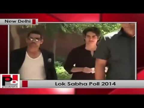 Priyanka Gandhi Vadra votes for Lok Sabha polls 2014
