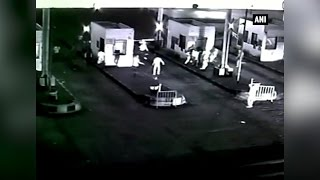 Watch- Unidentified men damage toll booth on Ujjain-Indore road