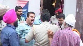 मदद करने आए बी.जे.पी. नेता पर पुलिस का अत्याचार