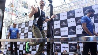 Tiger Shroff LIVE WORKOUT In Public - Tiger Shroff's Skechers Running Shoes