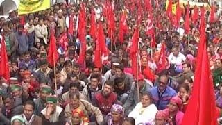 सचिवालय के बाहर मांगों को लेकर गरजे हजारों किसान