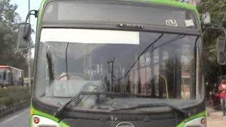 ड्राइवर की लापरवाही, DTC बस की चपेट में आया बच्चा