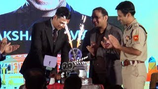 Akshay Kumar Cutting 50th Birthday Cake - 50th Birthday Celebration
