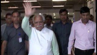 फरीदाबाद से दिल्ली मेट्रो में पहुंचे CM, फेसबुक पर साझा की तस्वीर