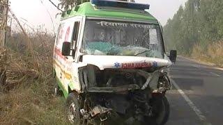 क्रूजर गाड़ी ने एम्बुलेंस को मारी टक्कर, 13 लोग गंभीर घायल
