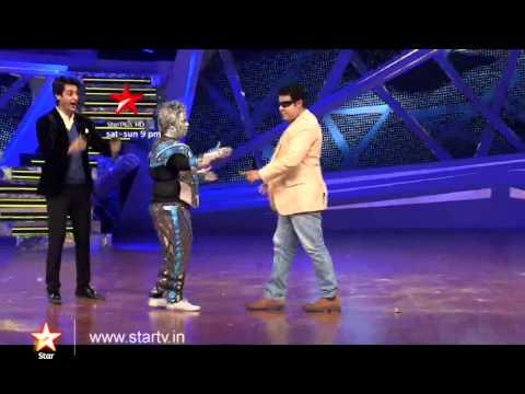 Week 8 - Sajid does the robotic dance with Kiku!
