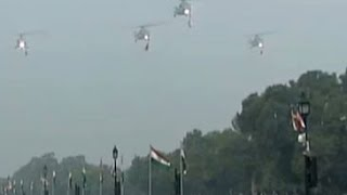 4 Mi-17 V5 helicopters fly over Rajpath