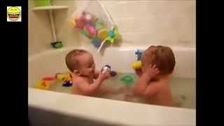 Tingkah Pola Bayi Lucu Bermain Ketawa Gak Berhenti - Henti