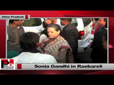 Sonia Gandhi in Raebareli meets local people