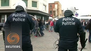 Tensions high in Molenbeek as fresh clashes break out - News Video
