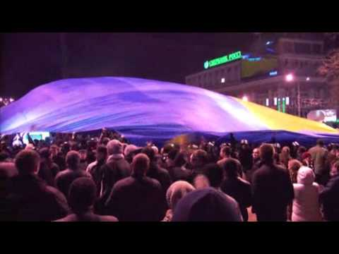 Raw- Protestors Storm Ukraine Gov't Building News Video