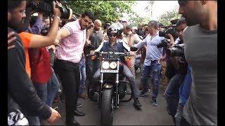 Sidharth Malhotra & Jacqueline Fernandez take a bike ride in Mumbai streets
