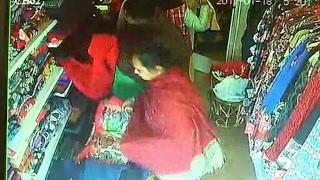 देखें कैसे इन महिलाओं ने दुकानदार को लगाया चूना